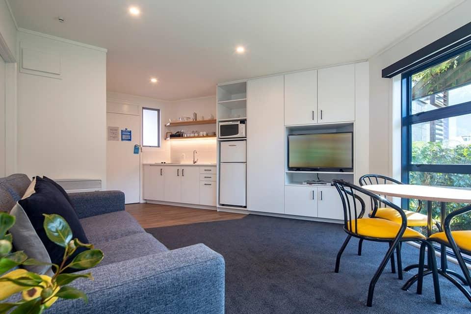 listing/1bedroomlivingdining.jpg